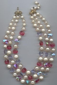 6a87b56bdc2a Hermosa vintage Marvella 3-collar - perlas de imitación y perlas de vidrio  facetado rosa rosa y luz azul