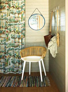 Inredningen på bilderna är gjord av Svenskt Tenns inredningsarkitekter i moderna fritidshus från husföretaget Sommarnöjen.