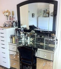 My current Vanity set up my blog posts on my Autumn/ Fall time rotation will be up on my blog shortly.... How is your makeup vanity set up? #beautyjunkiez #missynadm #bbloggers #bblogger #makeupvanity #vanitiesofig #makeupstorage #makeupstation #mirroredvanity #hudabeauty