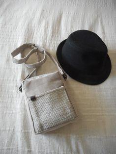 26d87153d1 Sacoche bandoulière, pochette messenger, sac hommes en cuir et tissu gris  clair et beige, idée cadeau fêtes des pères