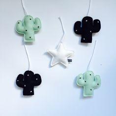 BOXMOBIEL -set 5 hangers cactus