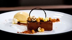 MasterChef - Chocolate Pave, Popcorn Ice Cream, Salted Caramel and Peanut - Recipe By: Karmen Lu - Contestant Fancy Desserts, Ice Cream Desserts, Köstliche Desserts, Frozen Desserts, Plated Desserts, Delicious Desserts, Dessert Recipes, Awesome Desserts, Popcorn Ice Cream