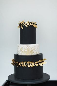 Black Gold Wedding Edgy Romance Wedding Cake Inspiration - Get lots of ideas for your own cool, modern wedding with this stylish, London wedding inspiration by Heart Shaped Weddings and Siobhan H Photography Black Wedding Cakes, Cool Wedding Cakes, Gold Wedding, Wedding Black, Wedding Cupcakes, Floral Wedding, Summer Wedding, Pretty Cakes, Beautiful Cakes