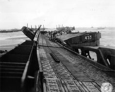 A gateway (Whale Code) twisted Port St Laurent sur Mer Mulberry A at Omaha who has yielded to the force of the storm destroying the structure. We notice right (marked 433) and left two platforms (Code Blister) photo taken after the storm from 19 to 21 June 1944.