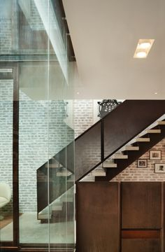 Inverted Warehouse Townhouse // Dean Wolf  Architects