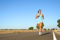 How to Train for a Marathon on Three Run Days Per Week - Runner's World Australia and New Zealand - This looks like a great plan! I like the alternating the long run with a shorter distance on alternating weeks. Marathon Plan, Half Marathon Training Plan, Triathlon Training, Marathon Running, Strength Training, Running Workouts, Running Tips, Running Women, Jogging