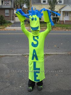 Fun DIY Costume Idea: Sky Dancer Sign: My 10 year old son is one of those dancing signs you often see along the highway. It is mostly sewn together from men's bright yellow t-shirts. Halloween Costume 10 Year Old Boy, Clever Halloween Costumes, Halloween Diy, Halloween Photos, Halloween 2017, Halloween Couples, Group Halloween, Halloween Projects, Halloween Pumpkins