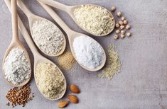 Wooden spoons of various gluten free flour (almond flour, amaranth seeds flour, buckwheat flour, rice flour, chick peas flour) from top view Gluten Free Flour, Gluten Free Diet, Gluten Free Baking, Wheat Gluten, Healthy Foods To Eat, Healthy Snacks, Healthy Recipes, Low Carb Mehl, Green Banana Flour