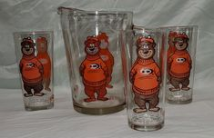 Wonderful graphics depicting The Great Root Bear with the A&W logo, all of which are still in mint condition. An unusual find in superb/mint condition! Cartoon Glasses, A&w Root Beer, Red Wagon, 80s Kids, Plate Stands, Glass Pitchers, Vintage Glassware, Retro Vintage, Tumblers