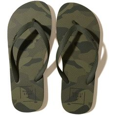 176fd6d8b5192 Hollister Graphic Rubber Flip Flops (110 DKK) ❤ liked on Polyvore featuring  men s fashion