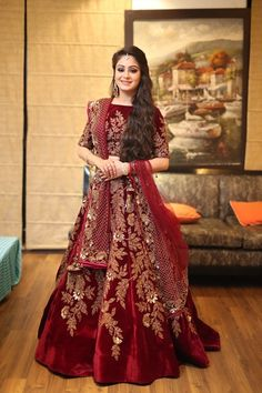 The latest collection of Lehenga choli designs online on happyshappy! Also available in simple, wedding, bridal, rajasthani styles images, find hairstyle on lehengas cholis ideas and save your favourite once. Pakistani Party Wear Dresses, Pakistani Wedding Outfits, Indian Bridal Outfits, Indian Dresses, Indian Wedding Gowns, Indian Bridal Lehenga, Lehenga Wedding, Bridal Lehngas, Glam Look