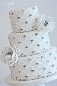 Wedding cake by Sugar Ruffles | Tufted ~ Quilted | Pinterest) by manuela