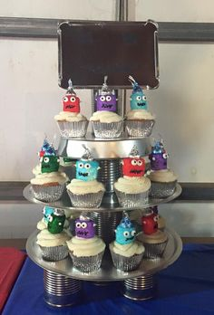 Robot cup cakes and DIY cup cake stand