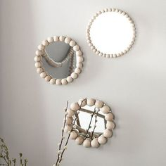 30 Fairly DIY Mirror Ornament Concepts What is Decoration? Decoration may be the art of decorating the inside and exterior … Diy Home Crafts, Diy Home Decor, Diy Mirror Decor, Mirror Ideas, Mirror Ornaments, Idee Diy, Hippie Home Decor, Boho Diy, Wooden Beads
