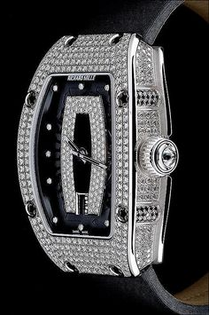 PuristSPro - ...how much ladies like it (or not). Many women watches in the high end segment are men s which were downsized. It seems that since the last few years they