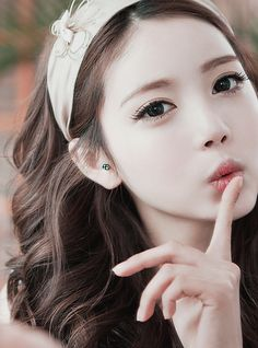 World/Modern beauty- White face, big full eyes and narrow facial features