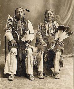 Nanoo Ker-Chee (aka Hair Hanging Down), Ko-Mah (the husband of Se-Kah-Wah) - Comanche - circa 1900 Native American Pictures, Native American Beauty, Native American Tribes, Native American History, Comanche Indians, Comanche Tribe, Navajo, Cherokee, Native Indian