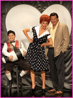 """Modern Family"" Cast Dresses Up As Old TV Favorites"
