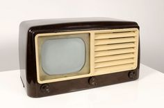 Vintage Television, Television Set, Tvs, Retro Radios, Tv Times, Wooden Cabinets, Vintage Tv, Old Tv, New Things To Learn