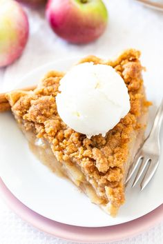 Apple Crumble Pie is made with a tender crust filled with juicy, spiced apples and topped with a delicious, buttery streusel. A perfect fall dessert! Homemade Apple Pies, Apple Pie Recipes, Baking Recipes, Köstliche Desserts, Delicious Desserts, Dessert Recipes, Yummy Food, Apple Crumble Pie, Crumble Topping