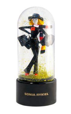 Les globes de luxe sont, par ailleurs, la spécialité de Royal River à Paris. Water Globes, Snow Globes, Perfume, Tiny World, Snowball, Crystal Ball, Decoration, Miniatures, Music Boxes