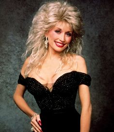 was a TV variety show that ran on ABC during the season featuring Dolly Parton. Guest stars on the show included Bruce Willis, Patti LaBelle, Tom Petty, Tom Selleck, Oprah Winfrey and… Dolly Parton Wigs, Dolly Parton Pictures, Musica Country, Shag Hairstyles, Glamour, Big Hair, Beautiful Celebrities, Foto E Video, Curly Hair Styles