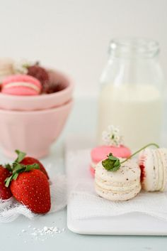 strawberry and vanilla bean macarons