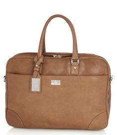 De Presto dames laptoptas is gemaakt van tan kleurig leer met handige opbergvakken voor de laptop, maar ook voor andere essentials.