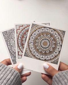 >>Nice_to_Crea Doodle Art Closer doodle art Mandalas NicetoCrea Video Mandala Doodle, Mandala Art Lesson, Mandala Artwork, Mandala Painting, Watercolor Mandala, Zen Doodle, Doodle Art Drawing, Mandala Drawing, Pencil Art Drawings
