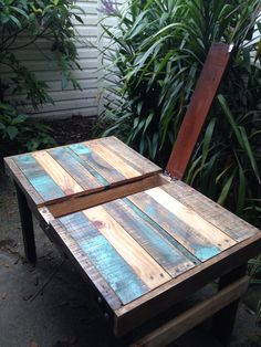 DIY outdoor pallet table with hinged compartment in the middle. Upcycled Pallet furniture.