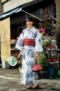 Girls and A Sense of Distance Japanese Outfits, Japanese Fashion, Japanese Kimono, Japanese Girl, Japanese Culture, Yukata Kimono, Summer Kimono, Japanese Beauty, Kawaii Girl