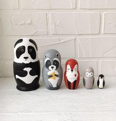 This set Nesting dolls is high-quality wooden blanks and hand-painted. Matryoshka Doll, Kokeshi Dolls, Fun Crafts, Arts And Crafts, Friend Crafts, Doll Party, Poutine, Wooden Dolls, Gifts For Kids