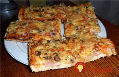The recipe for a delicious homemade pizza - - Onion Pizza Recipe, Red Onion Pizza, Pizza Recipe Pillsbury, Broccoli Pizza, Breakfast Casserole With Biscuits, Fancy Pizza, Food And Drink, Yummy Food, Kefir