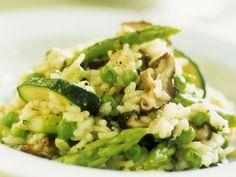 Gesund & lecker: Risotto mit Zucchini und grünem Spargel   Zeit: 45 Min.   http://eatsmarter.de/rezepte/risotto-mit-zucchini-und-spargel