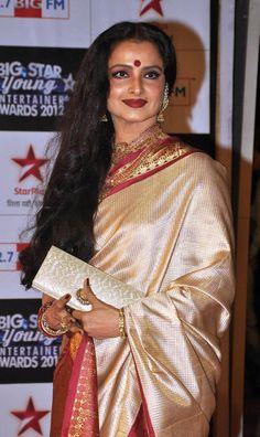 Rekha in half white kanjivaram saree with red border Indian Celebrities, Bollywood Celebrities, Bollywood Fashion, Bollywood Stars, Rekha Actress, Bollywood Actress, Kanjivaram Sarees, Silk Sarees, Banarsi Saree