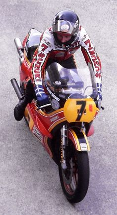 Barry Sheene on his Suzuki RG500, late 1970s.