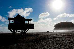 #lifeguard #nzmade #beachphotochallenge #beachphotographers #sunset #photography #cloud #bethellsbeach #newzealandtravel #surf New Zealand Travel, Sunset Photography, Lifeguard, Beach Photos, Surfing, Tower, Challenges, Clouds, Cabin