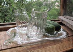 """тличный стильный подарок для тех, кто был """"рождён в СССР"""", ведь трехлитровая банка, как и гранёный стакан - это не только посуда, это символ. Но и более позднему поколению это может быть интересно :) Банка самая настоящая, """"тех времён"""". """"Пьяные стаканы"""" можно выбрать любые. Все полностью функционально! Из стаканов можно с удовольствием пить, а из банки-тарелки с аппетитом закусывать. P.S. ОГУРЦЫ на фото настоящие, но в комплект не входят! :)"""