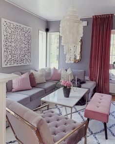 Having small living room can be one of all your problem about decoration home. To solve that, you will create the illusion of a larger space and painting your small living room with bright colors c… Small Space Interior Design, Interior Design Living Room, Living Room Designs, Glam Living Room, Home And Living, Living Room Decor, Living Room Inspiration, Home Decor Bedroom, Apartment Living