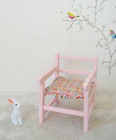 Chaise enfant vintage, rose , assise Liberty Toria rose , child chair de la boutique atelierdelachoisille sur Etsy