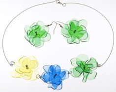 respetuosos del medio ambiente reciclan upcycled botella plástica flor collar y pendientes hechos de botellas de PET