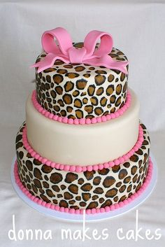 Maybe a birthday party cake for a little girl? Or even a baby shower cake? Or a bday cake for me lol Fancy Cakes, Cute Cakes, Pretty Cakes, Beautiful Cakes, Amazing Cakes, Beautiful Flowers, Cheetah Cakes, Leopard Cake, Leopard Party