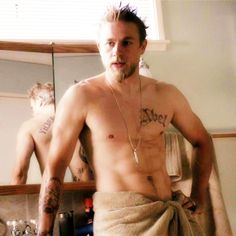 Jax Shirtless and just a towel! Beautiful Men, Beautiful People, Sons Of Anarchy Motorcycles, Sons Of Anarchy Samcro, Charlie Hunnam Soa, Prince, Jax Teller, Andrew Lincoln, Celebs