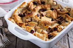 Mexican Capirotada: Traditional Easter Bread Pudding Recipe by Hannah Hoskins, Cinnamon Roll Capirotada {Mexican Bread Pudding} ¡HOLA! Tapas, British Desserts, Bakewell Tart, Bread And Butter Pudding, Pub Food, Deli Food, Breakfast Toast, Breakfast Casserole, Princesa Diana
