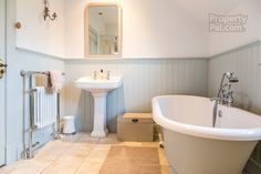 18 Lisconnan Road, Ballymoney #bathroom #woodpanelling #freestandingbath