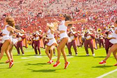 University Of Los Angeles, Cheerleader Skirt, Cheerleading Photos, Usc Trojans, Hot Cheerleaders, University Of Southern California, College Girls, Dallas Cowboys, Dolores Park