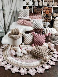34 Super Ideas For Crochet Doilies Modern Rugs Modern Crochet Patterns, Crochet Motifs, Crochet Doilies, Crochet Cushions, Crochet Pillow, Chunky Crochet, Knit Or Crochet, Free Crochet, Crochet Carpet