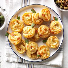 Pumpkin Pinwheels Recipe -Cream cheese, mozzarella and roasted red peppers make these spirted pinwheels devilishly delicious. They were a hit at my last Halloween party. Thanksgiving Appetizers, Thanksgiving Recipes, Holiday Recipes, Holiday Ideas, Cream Cheese Crescent Rolls, Pinwheel Recipes, Appetizer Dips, Yummy Appetizers, Game Day Food