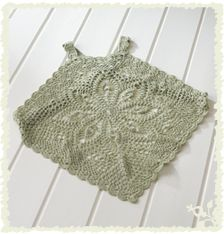 Another beautiful airy topper--site and pattern in Japanese, but there is a chart to download as a PDF and an experienced crocheter who can read charts could probably muddle through.