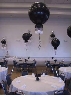 balloon centerpieces for graduation, change to school colors: green, yellow, white